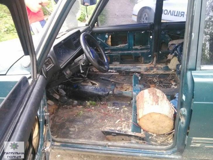У Івано-Франківську поліція затримала п'яного водія за кермом дерев'яної колоди - фото 1
