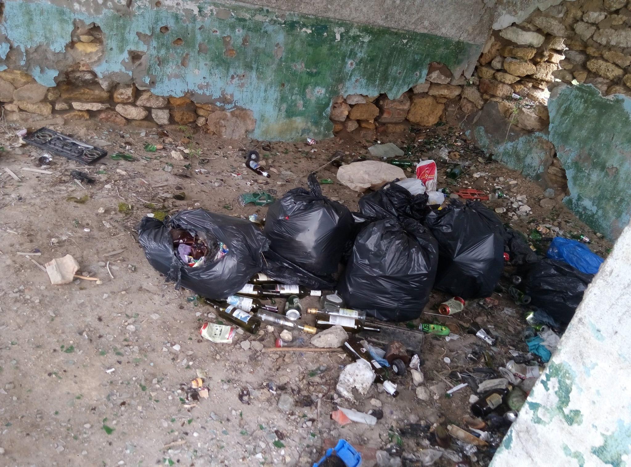 Прив'заний туалет, купи сміття та іржавий причал: миколаївець показав