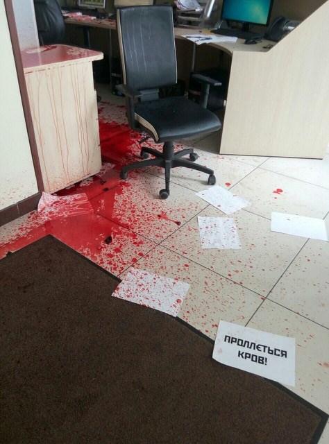 """Телеканал Ахметова пожалівся Порошенку розслідувати """"кривавий напад"""" - фото 1"""