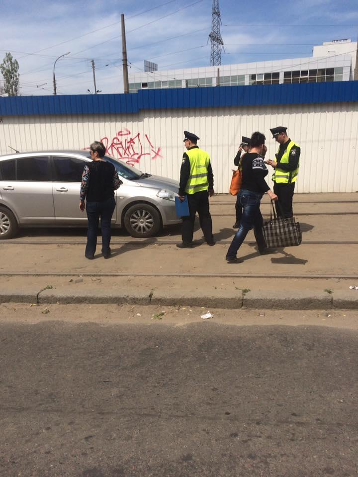 У Миколаєві черговий автохам перегородив рух трамваю