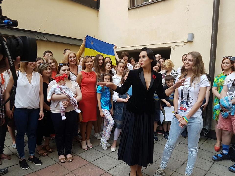 Як Джамала в образі Діти Фон Тіз зустрічалася з українцями у Стокгольмі - фото 3