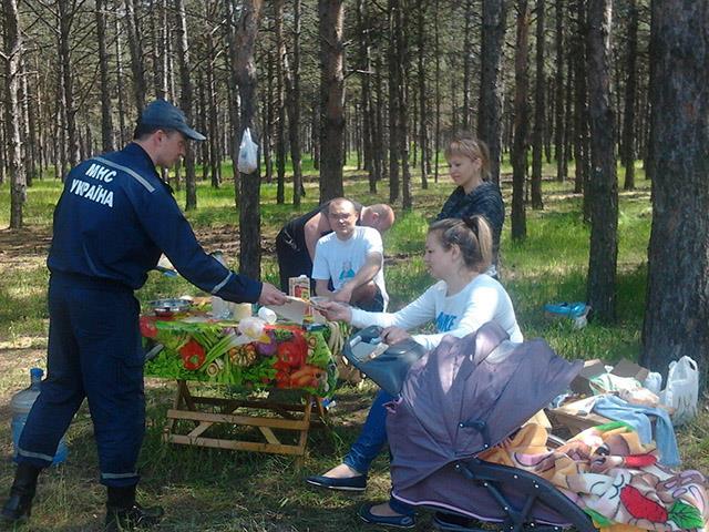 Рятувальники навчають миколаївців, як не підпалити себе на відпочинку - фото 3