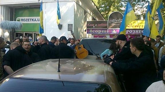 На мітинг в центр столиці приїхали тітушки, які лупцювали киян біля озера Качине - фото 1