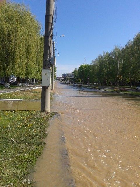 """На Великдень у Вінниці декілька вулиць перетворились на """"Вененцію"""" - фото 2"""