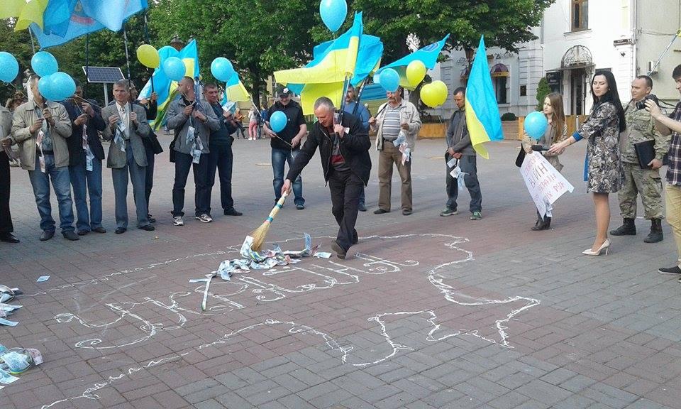 У Вінниці закликають бойкотувати російські банки - фото 2