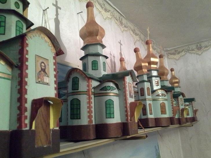 Пляшки. коробки, храми. Як 91-річний дідусь роздає віру у перемогу - фото 3