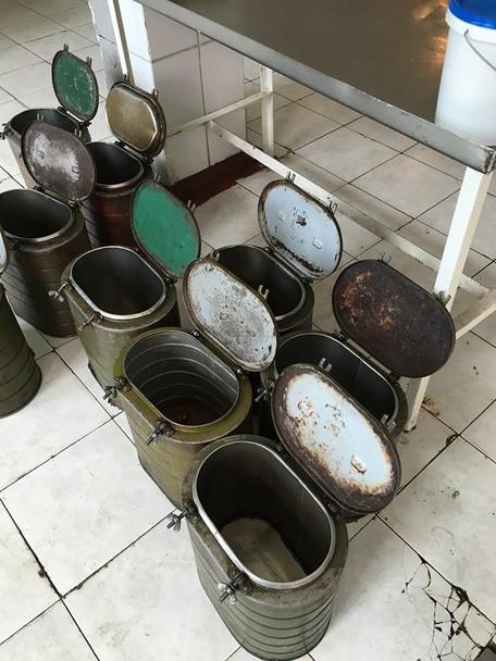 Бруд та цвіль: Полторак відвідав солдатські їдальні на Одещині (ФОТО) - фото 3