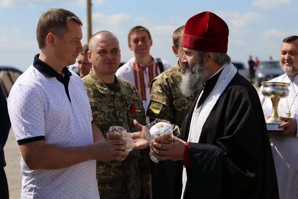 Українцям в Криму передали Благодатний вогонь - фото 1
