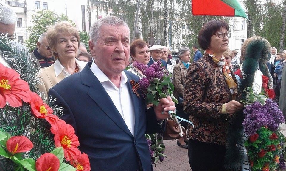 """У Вінниці комуністичну символіку """"підсмажили"""" на Вічному вогні - фото 1"""