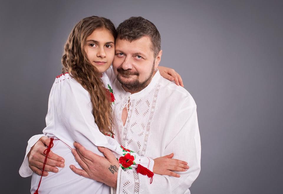 Вишиванковий парад у Раді: Які вишиванки носять нардепи - фото 9