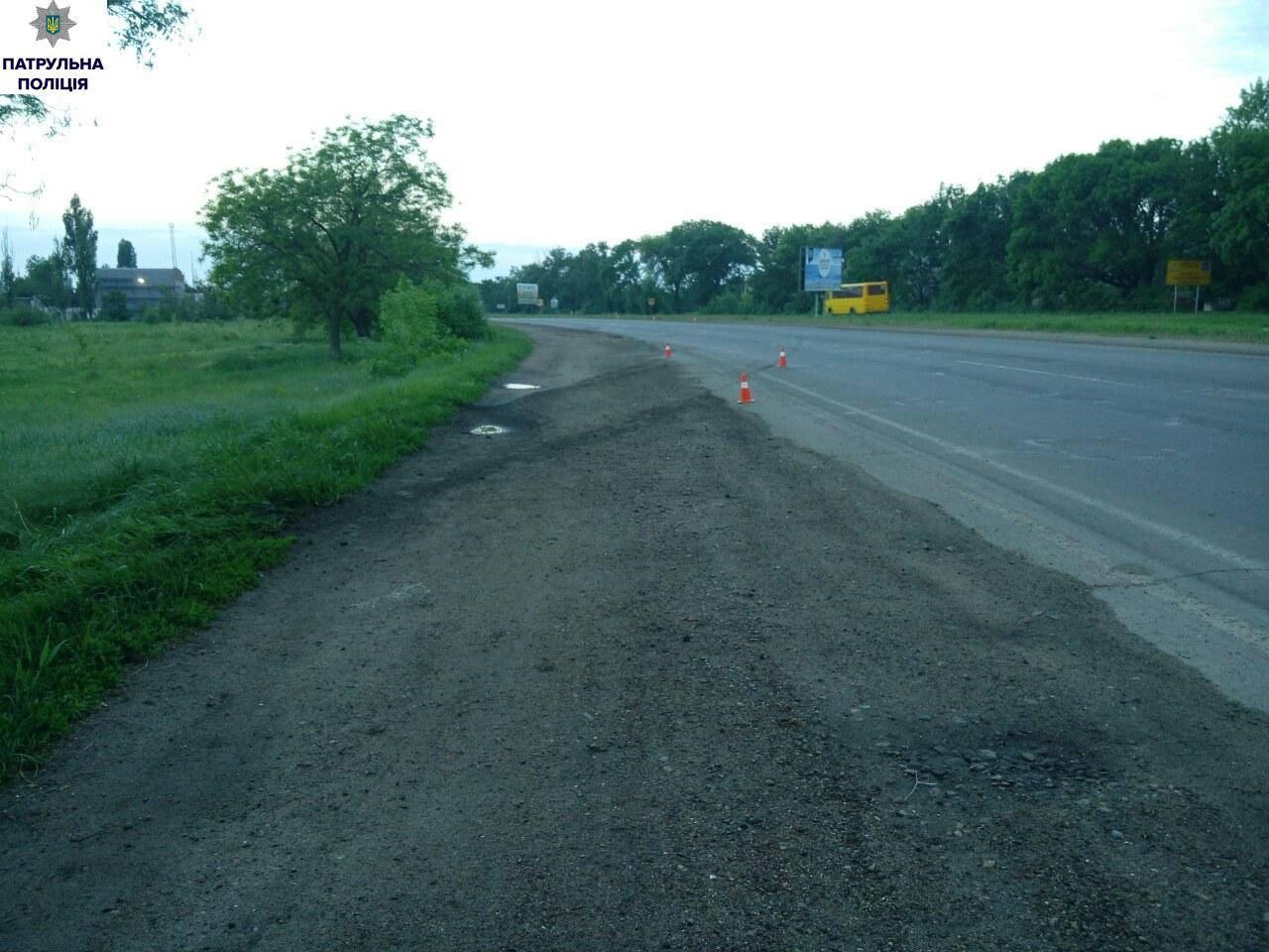 У Миколаєві Toyota зачепила узбіччя і влетіла в дерево: загинуло двоє