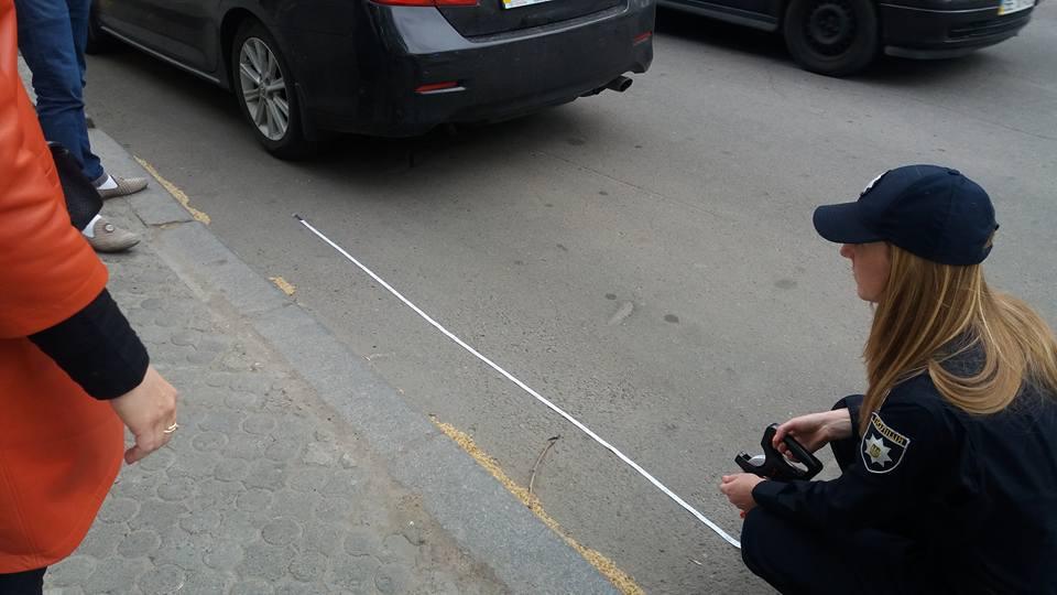 """Миколавїському водієві, що припаркував авто біля """"зебри"""", доведеться сплатити штраф"""