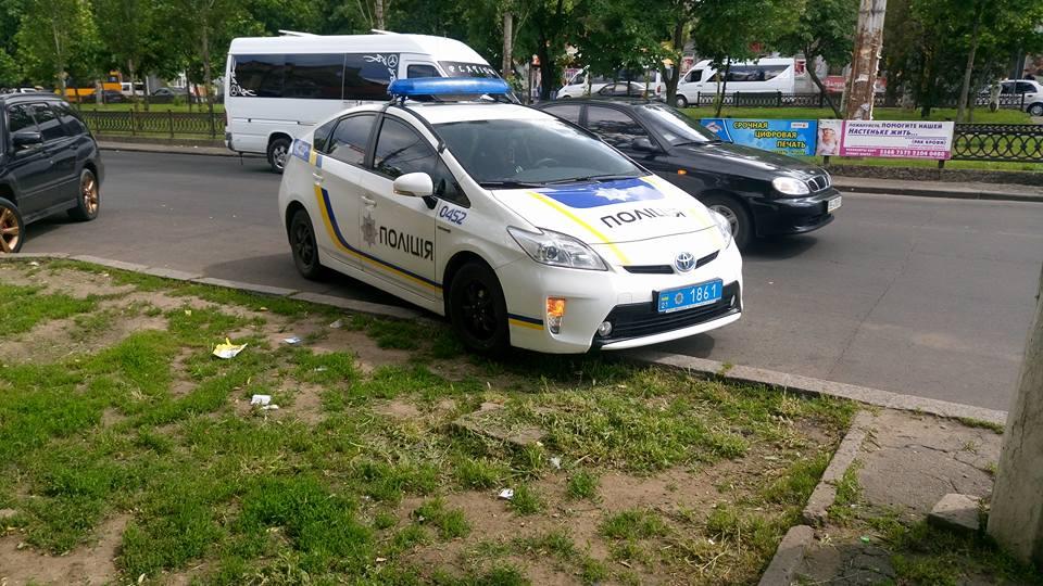 """У Миколаєві горе-патрульних зарахували до """"героїв парковки"""" - фото 1"""