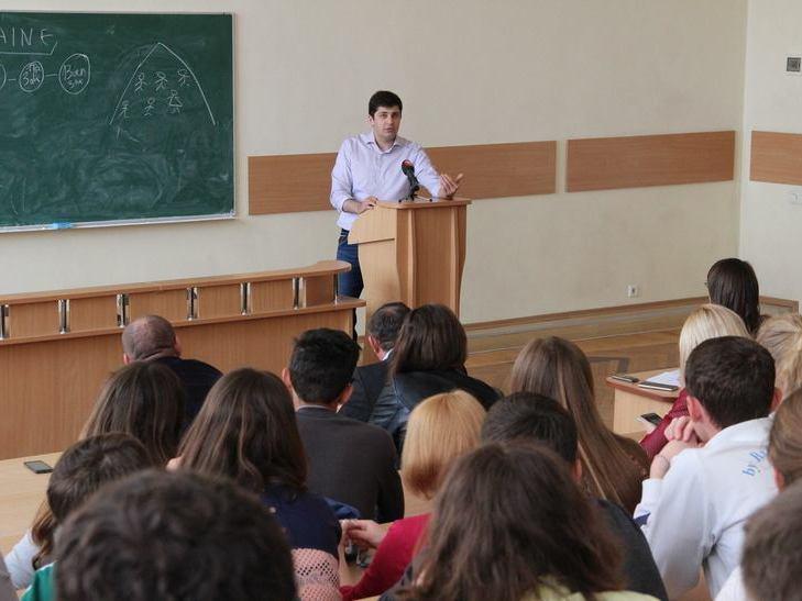 """Сакварелідзе розповів вінницьким студентам про потоки, офшори та """"реваншистів"""" - фото 1"""