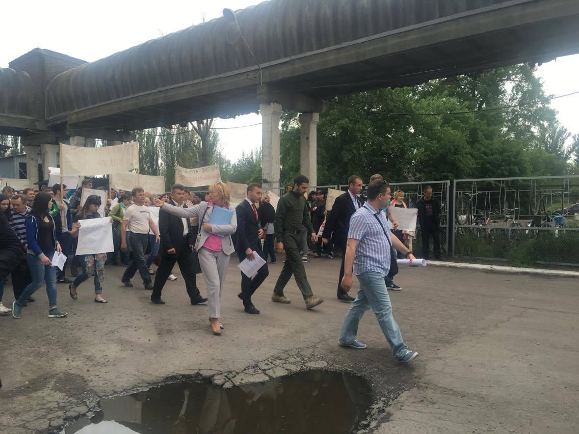 Працівники Слов'янського маслоекстракційного заводу вийшли на мітинг проти дій рейдерів - фото 2
