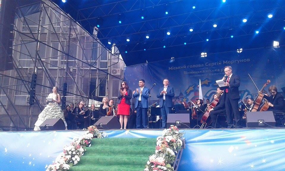 Гройсман, міністри та іноземні посли: у Вінниці розпочалось святкування Дня Європи - фото 1