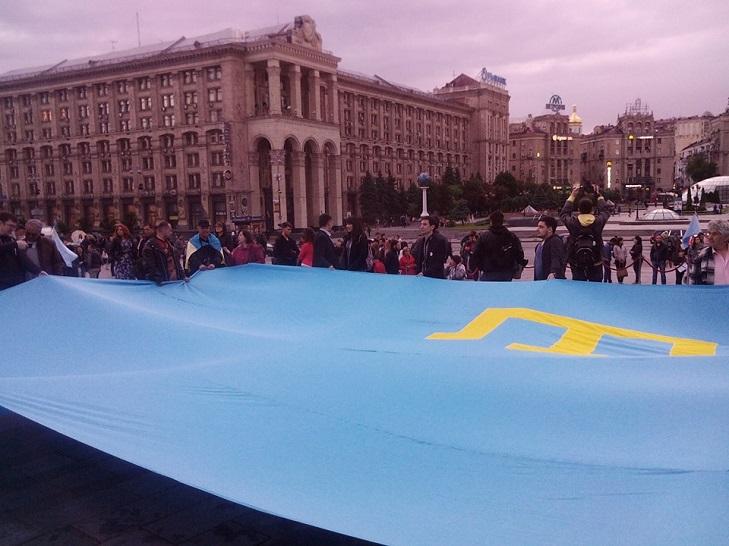 Як у Києві на Майдані вшановують пам'ять депортованих кримських татар - фото 5