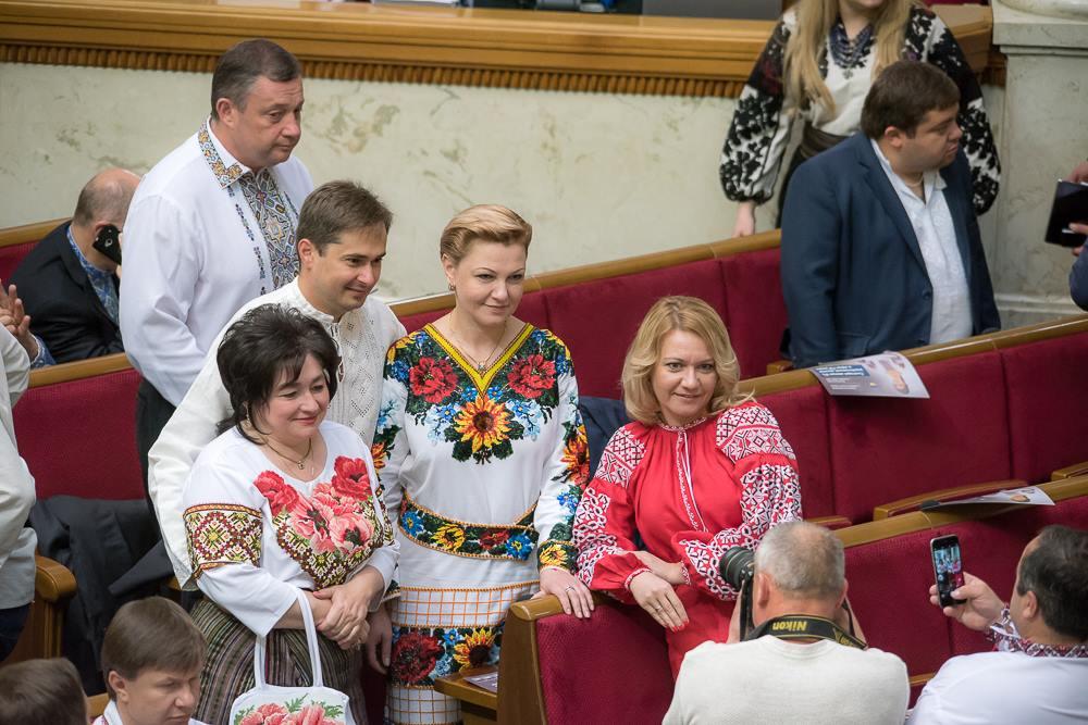 Нардепи-жінки вразили квітковими вишиванками   - фото 1