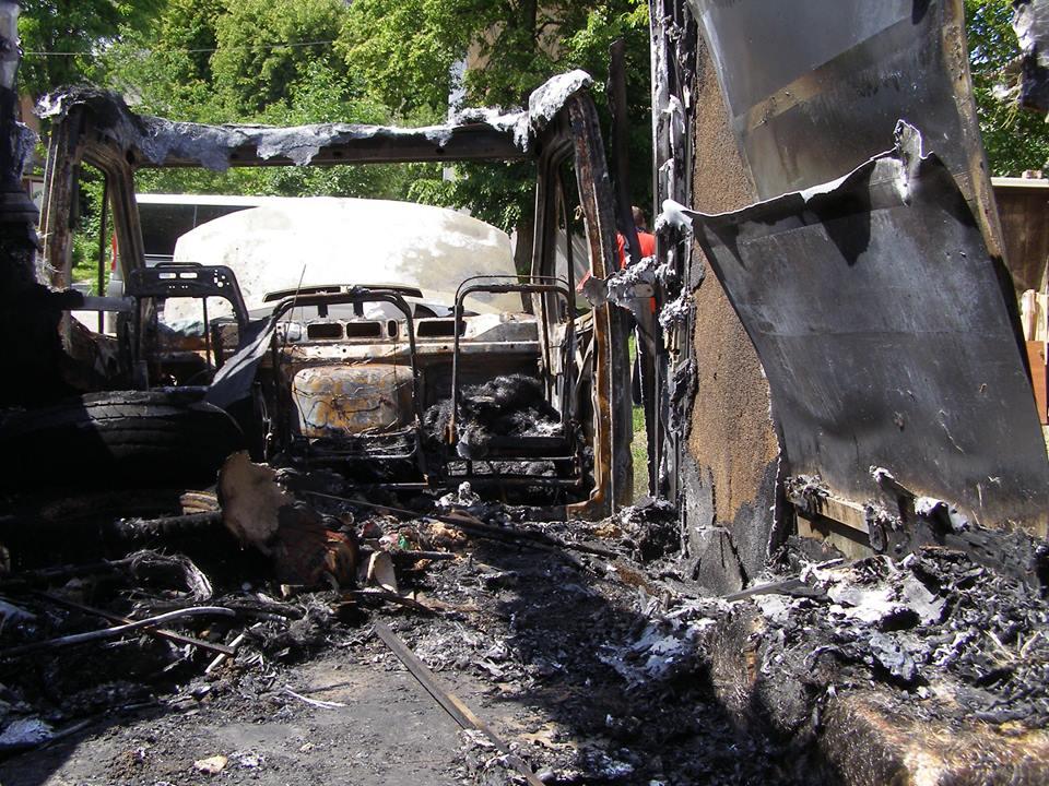 Вінницькому волонтеру спалили автівку - фото 2