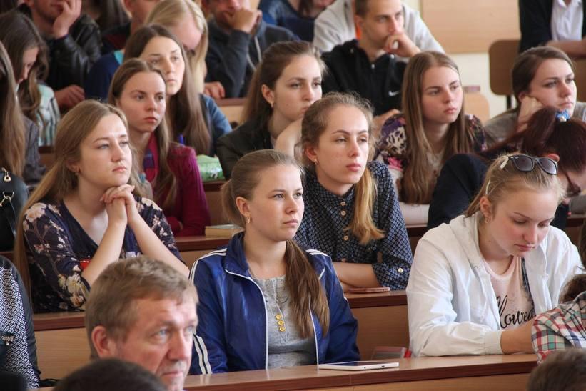 """Сакварелідзе розповів вінницьким студентам про потоки, офшори та """"реваншистів"""" - фото 5"""
