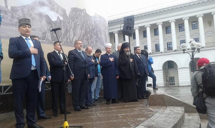 Як у Києві на Майдані вшановують пам'ять депортованих кримських татар - фото 3