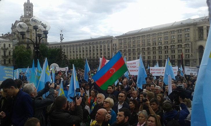 Як у Києві на Майдані вшановують пам'ять депортованих кримських татар - фото 2
