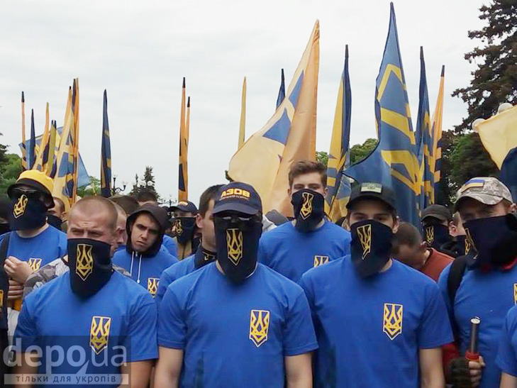 "Полк ""Азов"" на марші до Ради (ФОТОРЕПОРТАЖ) - фото 10"