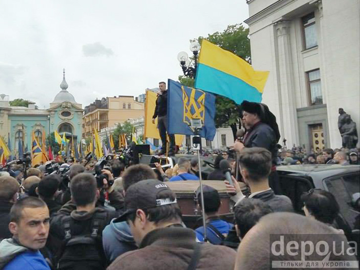 "Полк ""Азов"" на марші до Ради (ФОТОРЕПОРТАЖ) - фото 12"