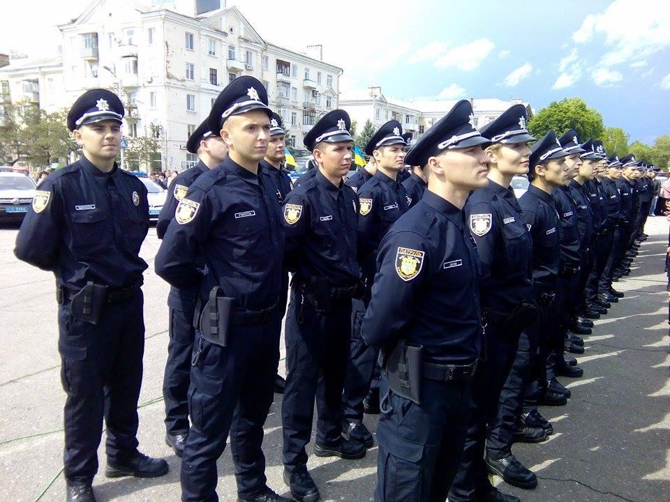 Порошенко заохотив новоспечених копів у Краматорську штрафувати чиновників (ФОТО) - фото 2