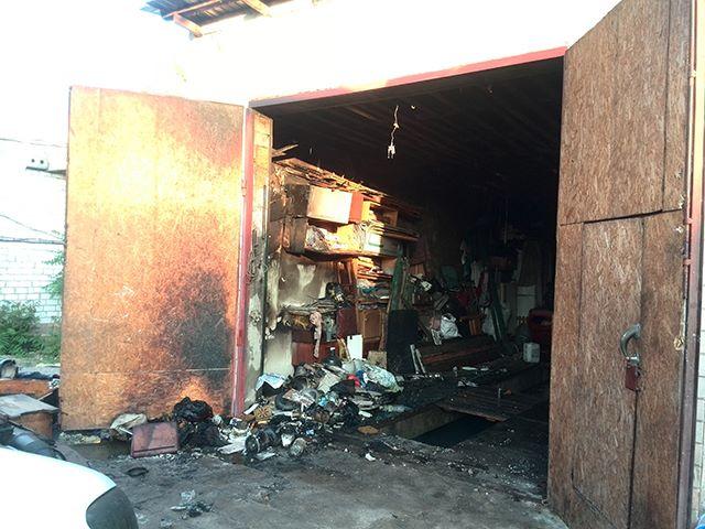 У Миколаєві раптово загорівся гараж в елітному районі міста - фото 1
