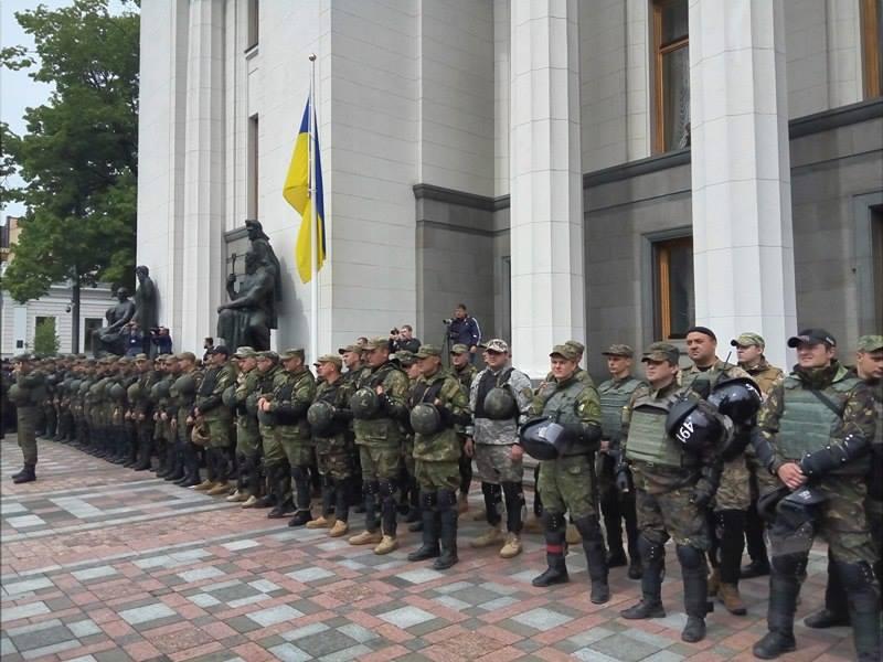 "Полк ""Азов"" на марші до Ради (ФОТОРЕПОРТАЖ) - фото 1"
