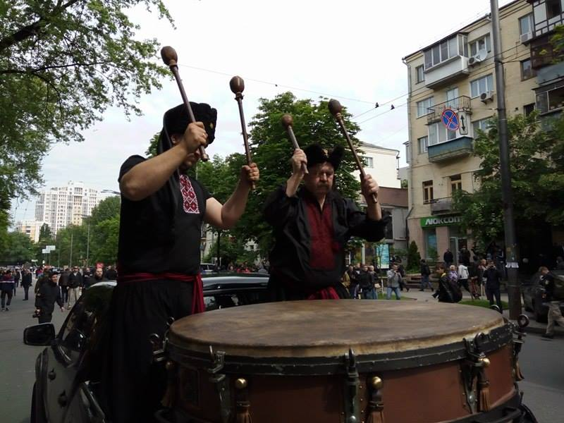 """""""Азовці"""" на марші задають темп литаврами (ФОТО) - фото 1"""