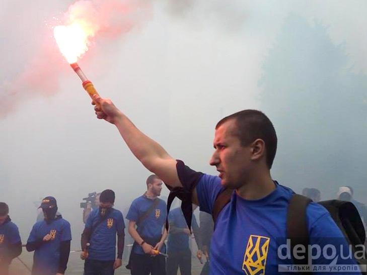 "Полк ""Азов"" на марші до Ради (ФОТОРЕПОРТАЖ) - фото 14"