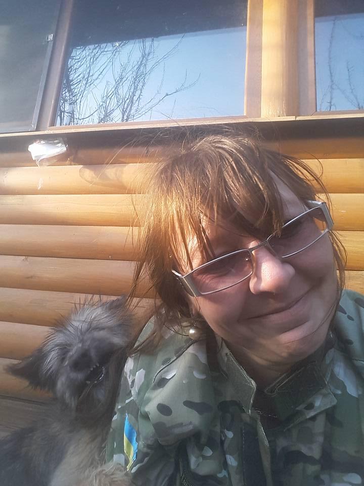 Миколаївські волонтери похизувались фото фронтових котів та собак в зоні АТО - фото 2
