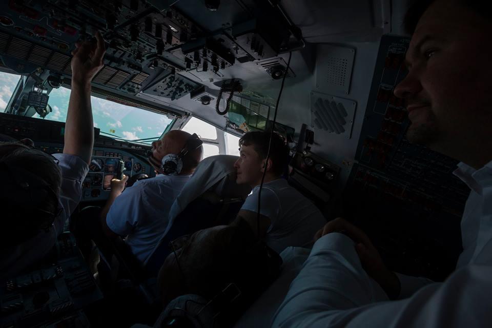 Як під час холодної війни: в Порошенка розповіли, як везли Надію Савченко - фото 3