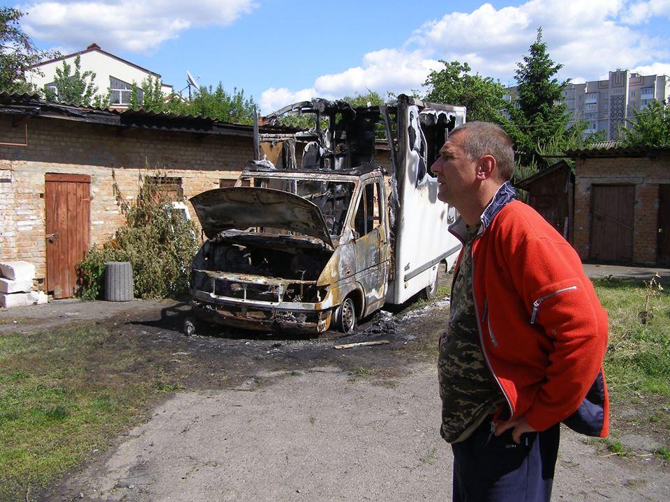 Вінницькому волонтеру спалили автівку - фото 1