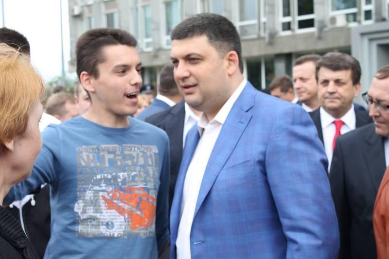 """Вінничани влаштували фото-""""флешмоб"""" з Гройсманом - фото 2"""