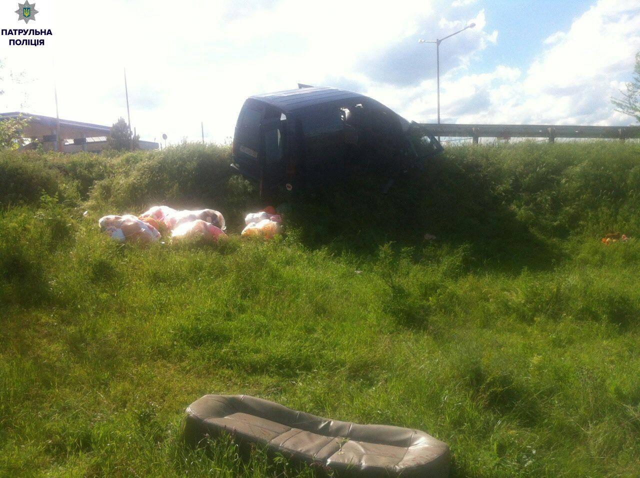 На Миколаївщині перевтомлений водій врізався в дорожню опору (ФОТО)