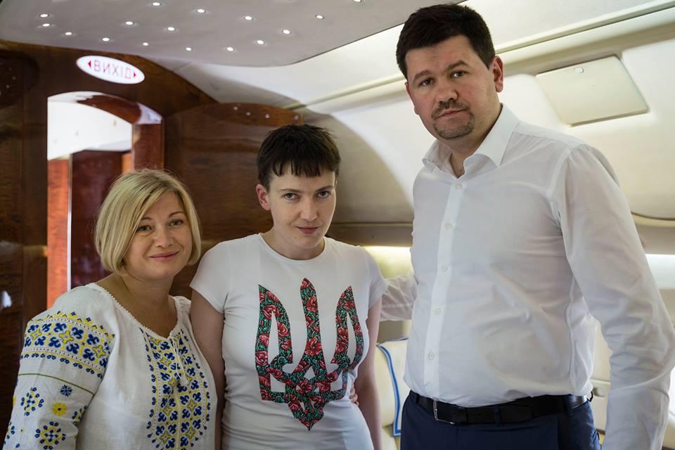 Як під час холодної війни: в Порошенка розповіли, як везли Надію Савченко - фото 2