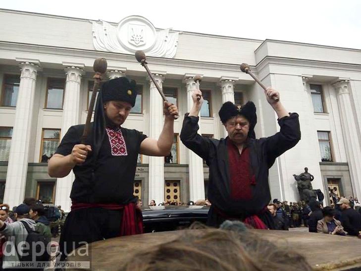 "Полк ""Азов"" на марші до Ради (ФОТОРЕПОРТАЖ) - фото 2"