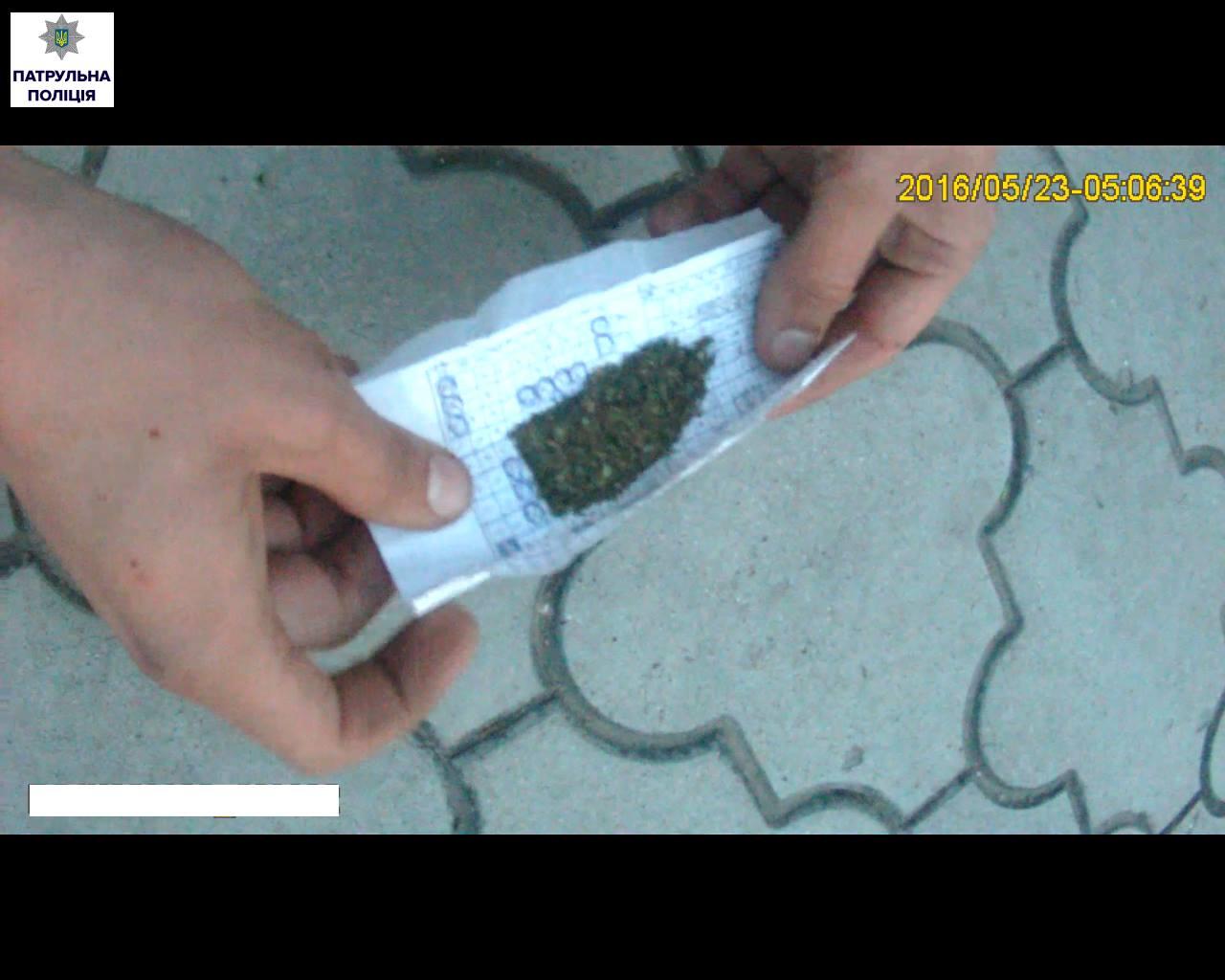Миколаївцю завадили викурити марихуану патрульні