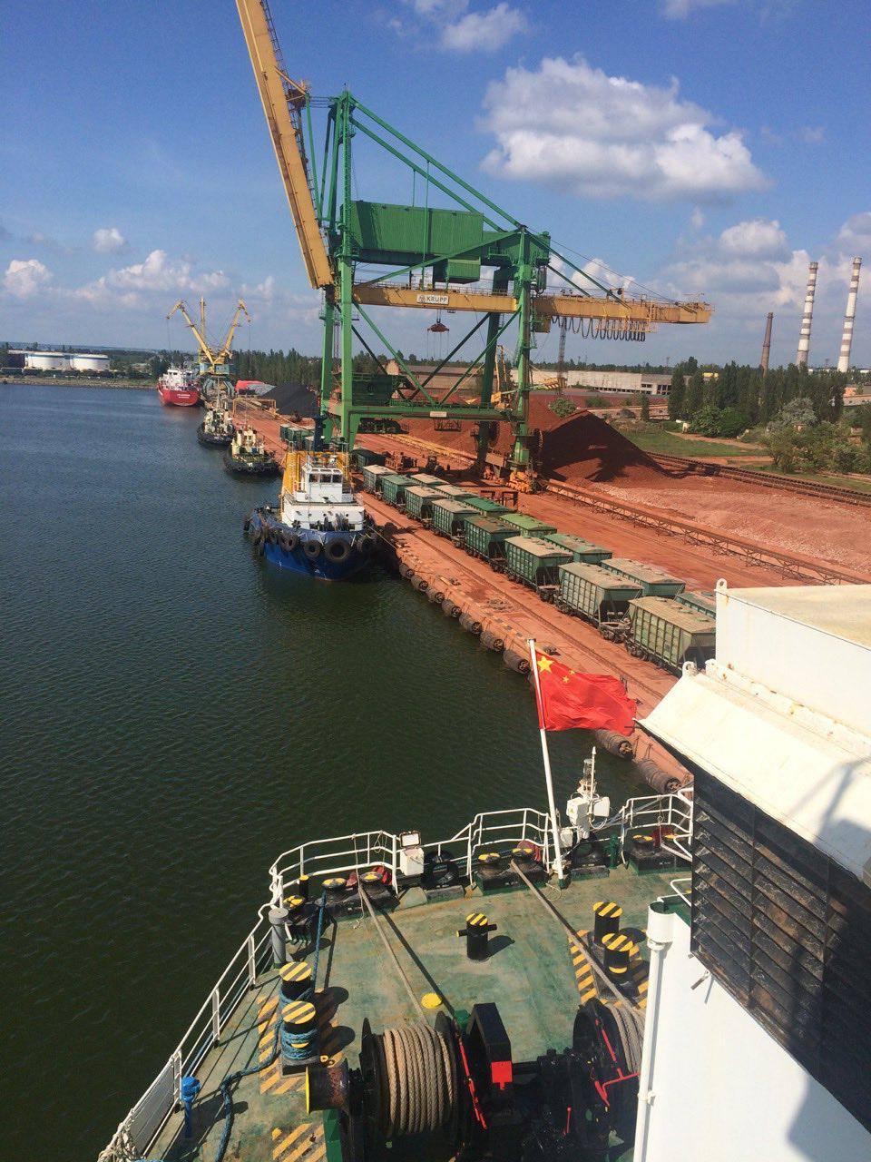 Миколаївські митники впіймали капітана китайського судна на контрабанді валюти - фото 1