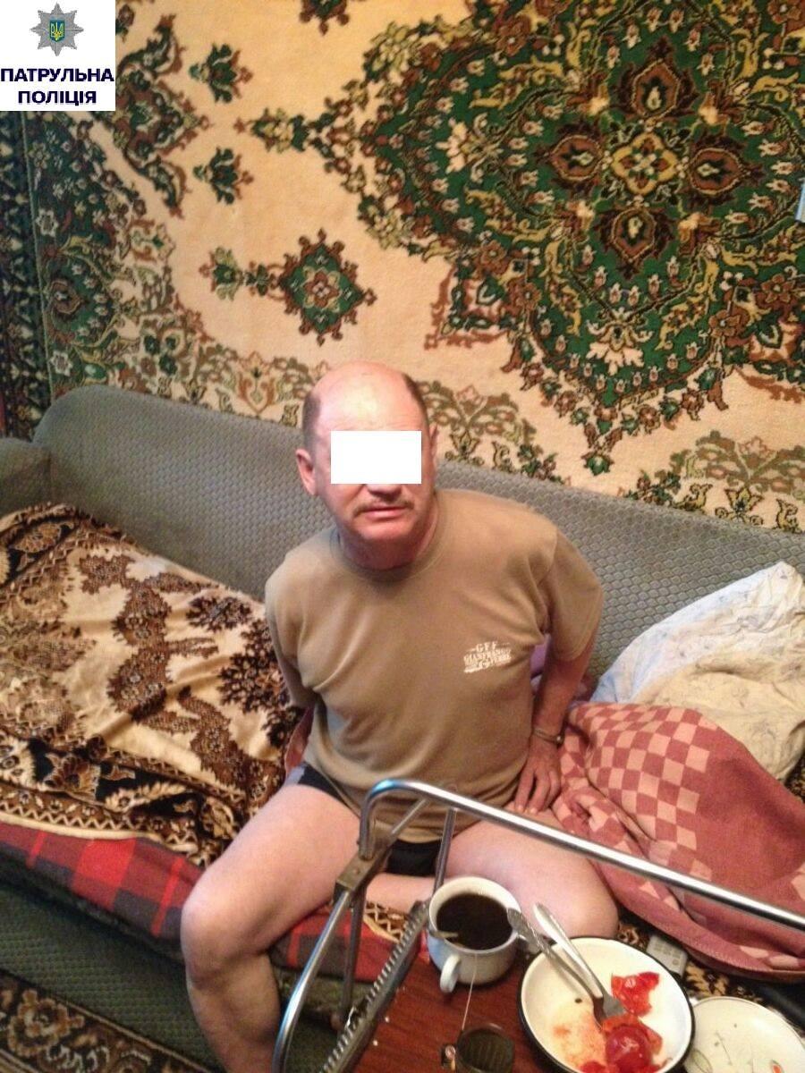 У центрі Миколаєва чоловік погрожував жінці рушницею та бойовими гранатами - фото 1