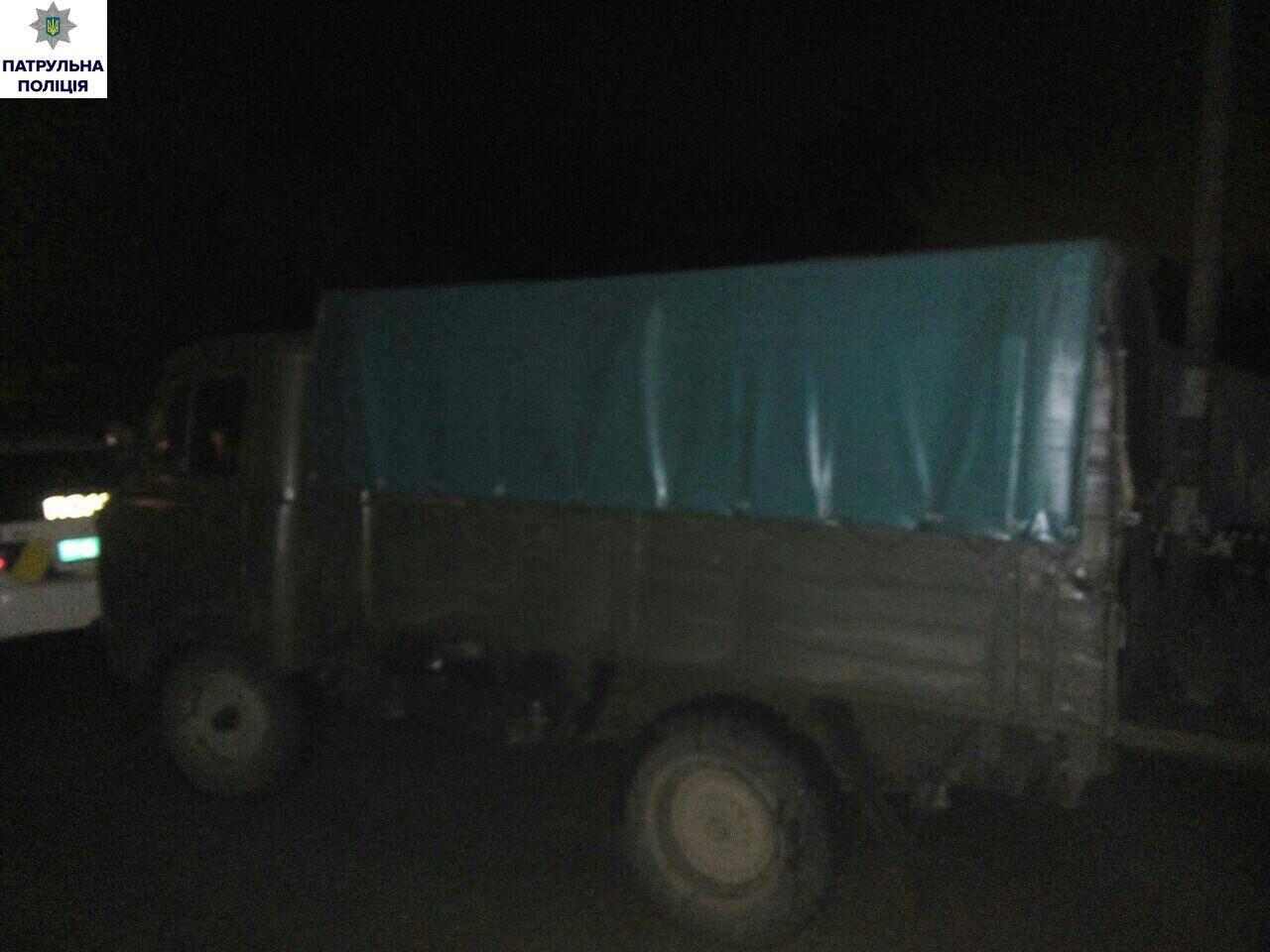 У Миколаєві впіймали вантажівку, що перевозила сумнівне паливо