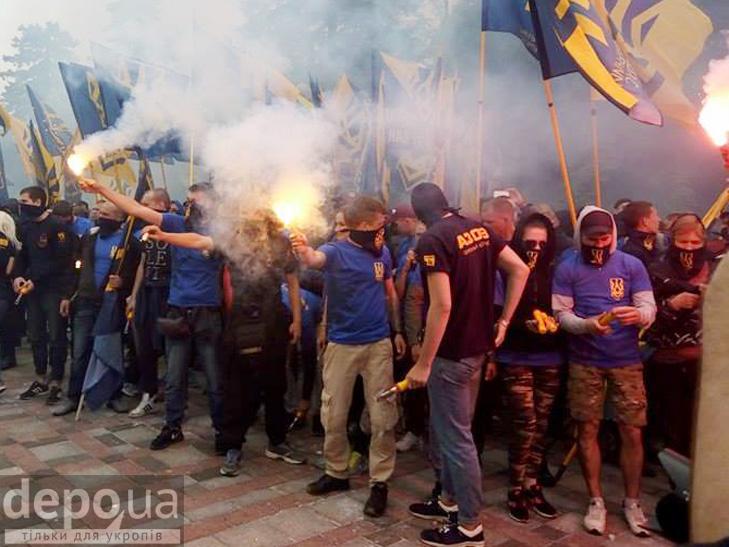 "Полк ""Азов"" на марші до Ради (ФОТОРЕПОРТАЖ) - фото 16"
