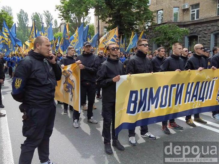 "Полк ""Азов"" на марші до Ради (ФОТОРЕПОРТАЖ) - фото 4"