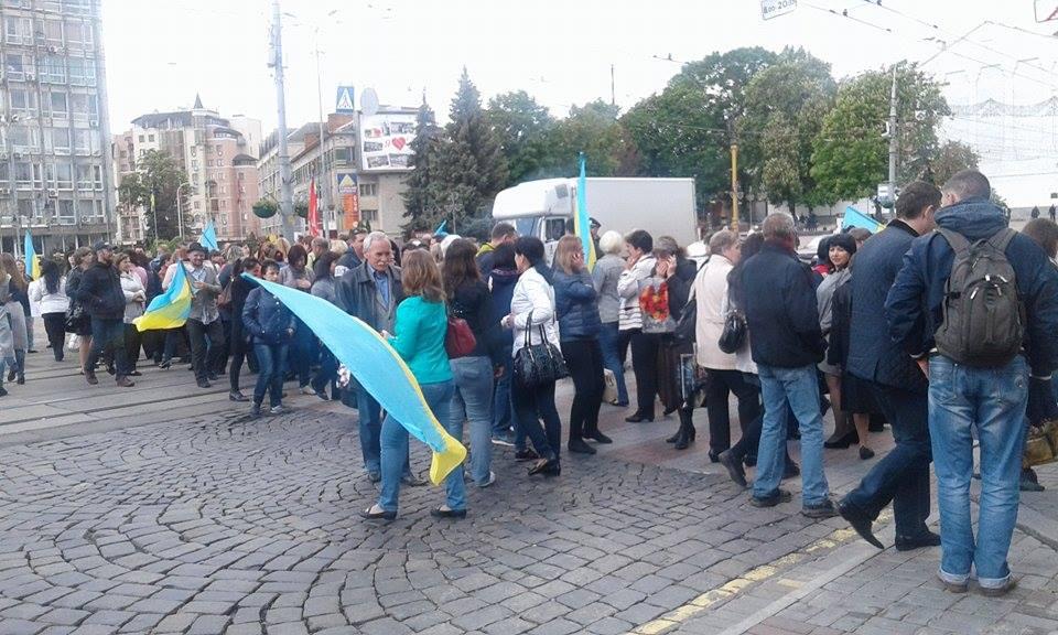 Мітингувальники перекрили центр Вінниці - фото 2