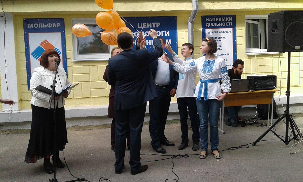 """Вінницька волонтерка Вотчер нагодувала Моргунова та Філатова """"АТОшним"""" борщем - фото 2"""
