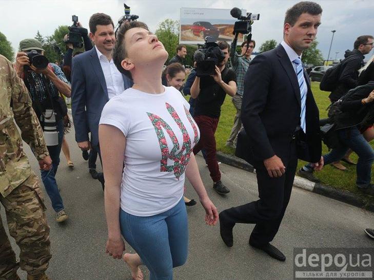 Перші кроки Надії Савченко на рідній землі. ФОТОРЕПОРТАЖ - фото 9