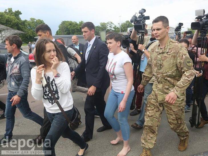 Перші кроки Надії Савченко на рідній землі. ФОТОРЕПОРТАЖ - фото 8